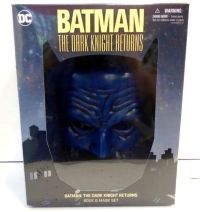 Batman: The Dark Knight Returns (Book & Mask Set)